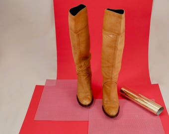 tall leather boots / tall 80s boots / tan leather boots / slouch boots / tall western boots / 7 / pointed toe / boho / hippie boot / 80s