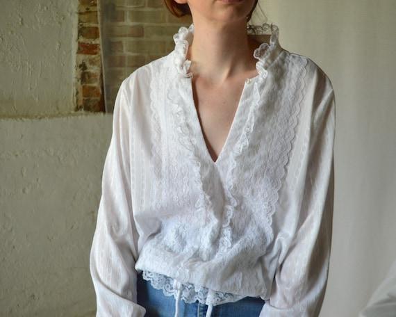 white lace drawstring waist blouse / romantic whi… - image 2