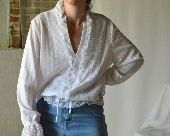 white lace drawstring waist blouse / romantic whi… - image 5