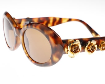 6287d824b9 Gianni Versace 527 G rare tortoise oval ladies sunglasses with golden roses  on the temples