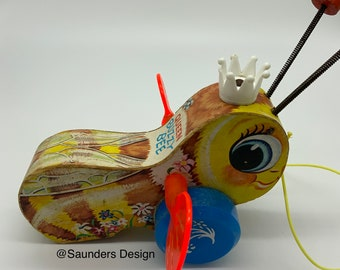 Queen Busy Bee Pull Toy