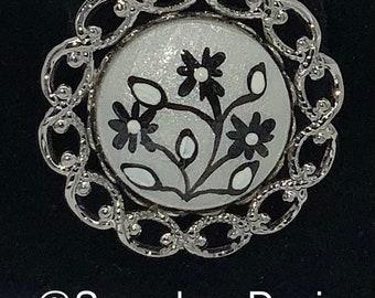 Round Rhinestones floral Brooch