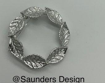 Gerry's Vintage Circle Leaf Brooch