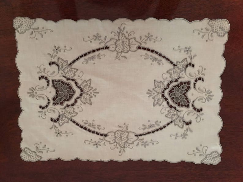 Marghab Style Cutwork Placements unused Set of 6 vintage linens