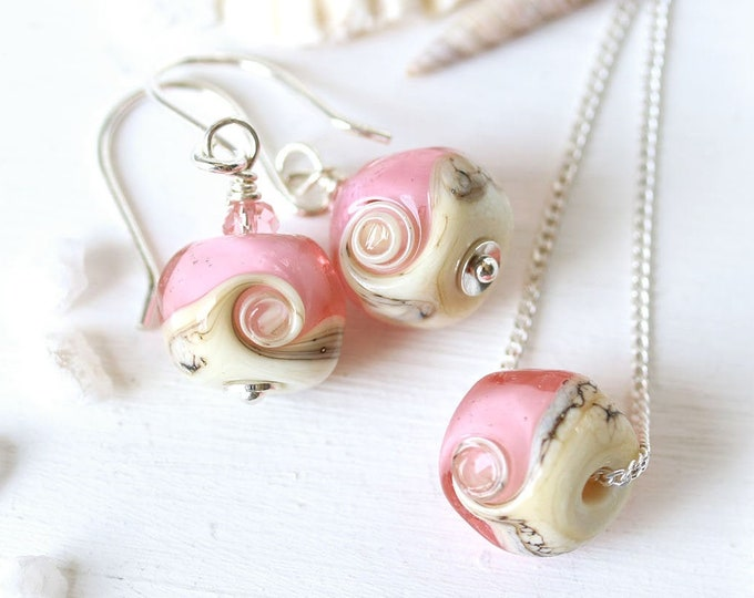 Pink delicate necklace on sterling silver chain, Tender pink Handmade lampwork jewelry, Minimalist beach jewelry set