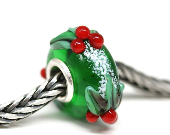 Christmas jewelry, Holly berries European style charm, Emerald green Lampwork big hole bead