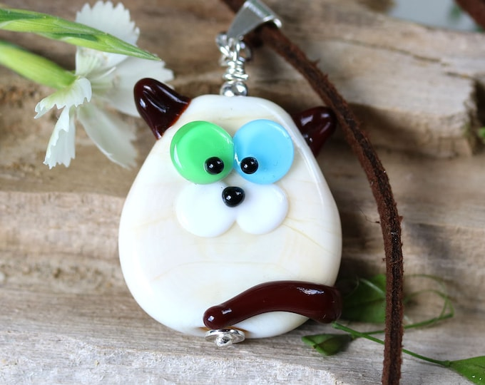 Siamese cat necklace, Different eyes kitty pendant, Odd-eyed cat, Cute animal lover gift, Handmade lampwork glass jewelry by MayaHoney