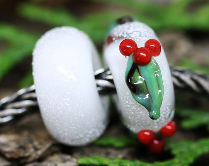 Christmas Holly berries European style charms, Snow white Red Christmas Big hole handmade Lampwork beads
