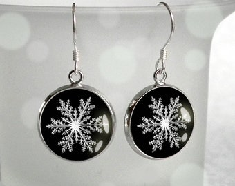 Short dangling earrings