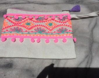 Pompom purse