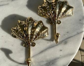 Brass clam shell hooks