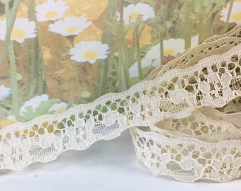 Very Pretty /& Dainty 15mm//5//8inch White Daisy Edging Lace.Sewing//Crafts//Bridal.