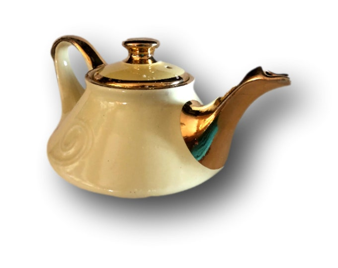 Vintage Aladdin Style Teapot | Yellow Pottery Tea Pot | Pearl China Company | 1940s