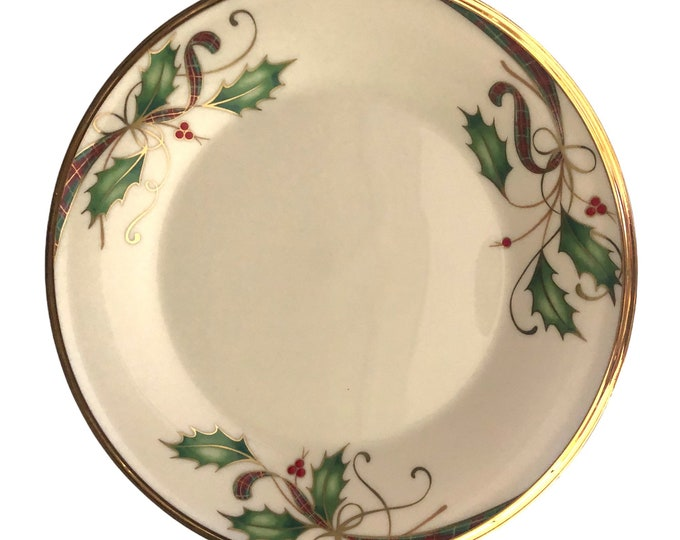 """Luncheon Plates Set of 4 