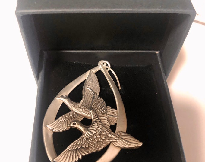 Vintage Wallace Sterling Silver Necklace | Sterling Silver Doves Necklace | Sterling Silver Peace on Earth Necklace