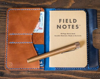 "Field Notes wallet with pen sleeve ""Park Sloper Senior"" Horween Chromexcel leather - blue / chestnut"