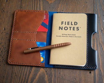 "Field Notes wallet with pen sleeve ""Park Sloper Senior"" Horween Chromexcel leather - blue / chestnut"