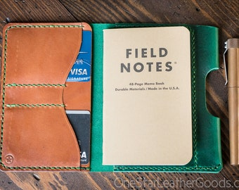 """DISCOUNT - Field Notes wallet with pen sleeve """"Park Sloper Senior"""" Horween Chromexcel leather - green / chestnut"""