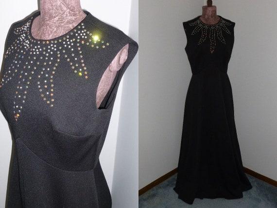 Elegant Vintage Black Dress -Retro 1960s-1970s Max