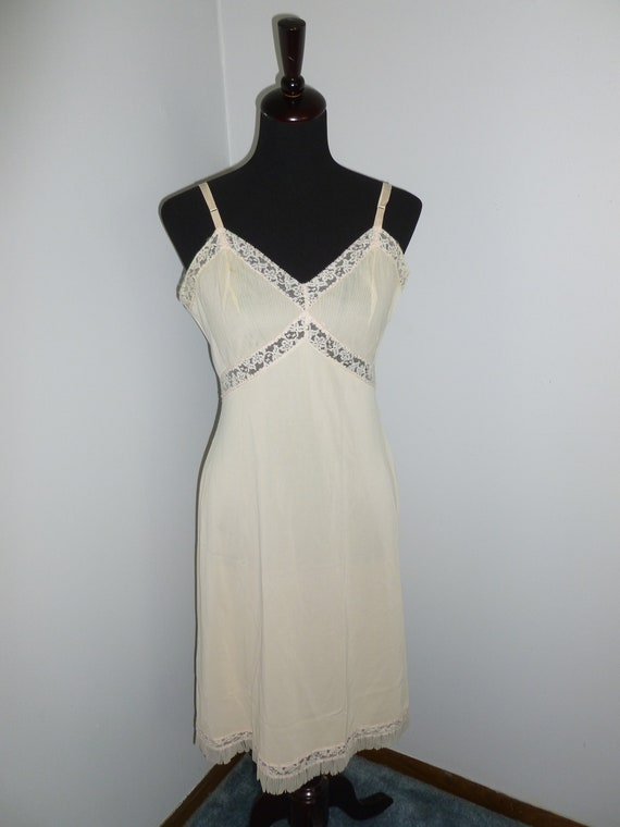 Sweet Vintage Full Slip size 36- by VANITY FAIR Ni