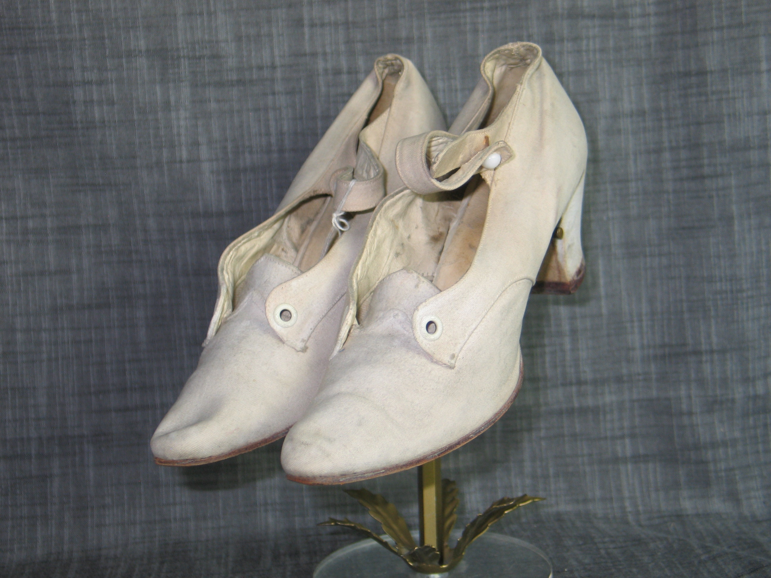 EXCEPTIONAL Antique Edwardian Wedding Shoes- Wedding -WEDDING-Stage-Photo-Prop Slippers-1910-Womans White Leather/Canvas Shoes -WEDDING-Stage-Photo-Prop Wedding 323029