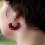 Half-moon Earrings | crocheted | red linen