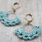Half-moon Earrings | crocheted | natural linen