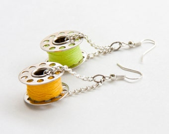 Needlewoman's earrings - spring edition : yellow and green - (nickel free)