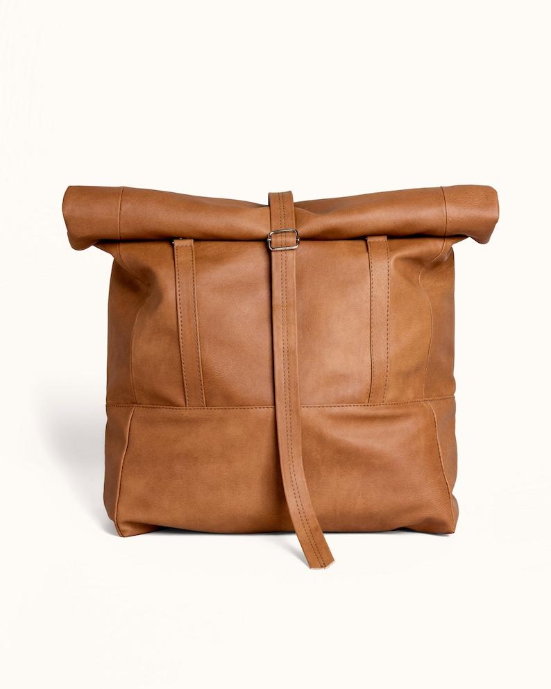 557af02263 Vegan marron cuir Rolltop sac à dos sac à dos transformable | Etsy