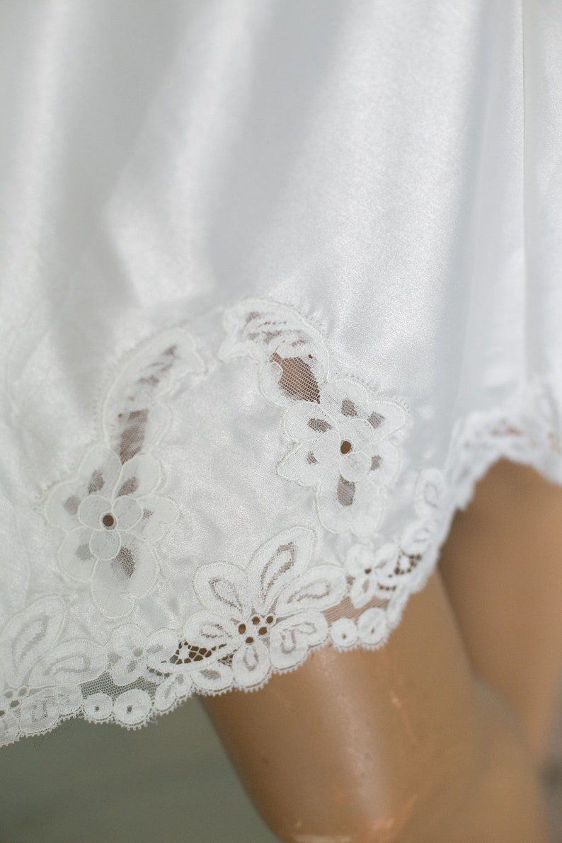 80s woman vintage white night dress slip knee length petticoat lace bust part trim  knee length night gown ML