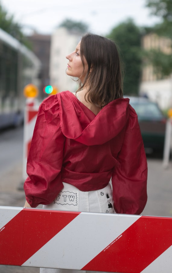 Woman 80s  red blouse/big hoodie style collar  ov… - image 5