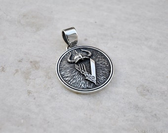 The Vikings Ragnar Lothbrock scandinavian warrior shield pendant, Viking Shield pendant with V -symbol from The Viking series saga