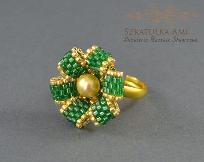 Green flower, beaded ring, seed bead ring, pearl swarovski ring, universal ring, gold pearl swarovski, flower ring, seed bead jewelry, gift