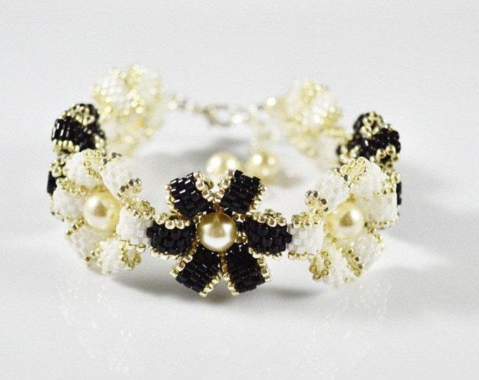 Flower bracelet, black and white, pearl swarovski, seed bead bracelet, woven bracelet, elegance bracelet, beaded bracelet, bracelet gift