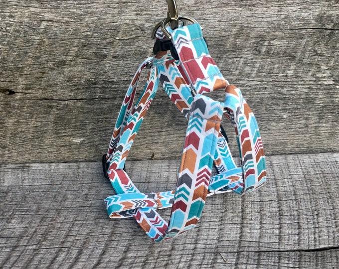 Arrowhead step in harness