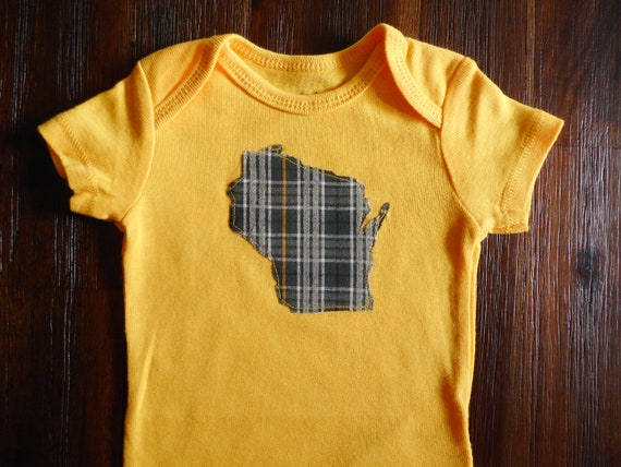 cheap for discount 2c859 4e316 Gender neutral Wisconsin State bodysuit, Wisconsin pride, Wisconsin baby  gift, Packers baby gift, Green Bay Packers, Green Bay, State Pride