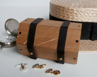 cufflinks box - wood, oak and walnut. A small wood box for his anniversary gift, or a best man gift box.