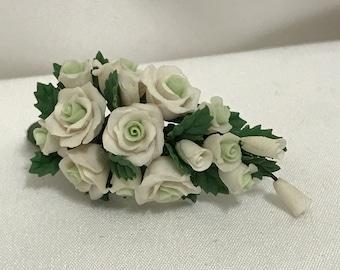"Dollhouse Miniature 1"" Scale White Rose Bouquet"