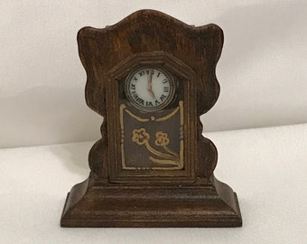 "Dollhouse Miniature 1"" Scale Mantle Clock by Patti Highfill 1977"