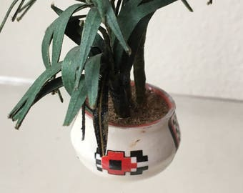"Dollhouse Miniature Plant in white Pot in 1"" scale (DC)"