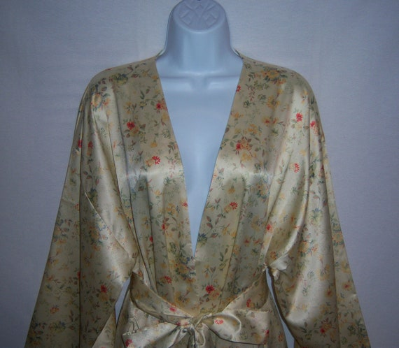 Vintage Valentino Intimo Classic Satin Pale Yellow Red Blue Small Floral Flower Print Robe Large NOS Deadstock NWT Peignoir Dressing Gown