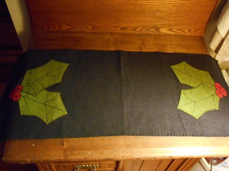 Awesome Table Runner Measuring 12 X 36 With Holly On Each End Download Free Architecture Designs Intelgarnamadebymaigaardcom