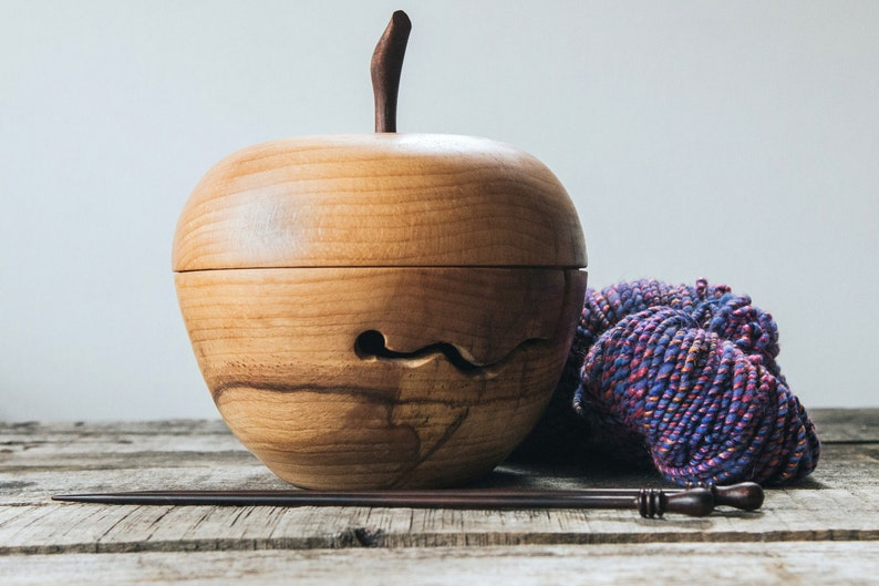 Wooden yarn bowl with top Crochet bowl Yarn bowl for knitting image 0