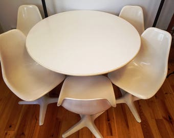 Mid Century Modern Era Round White Tulip Table And 5 Matching Chairs, Eero  Saarinen For Knoll, Ca 1960s