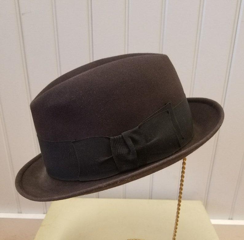 07397605fd3 Vintage Charcoal Grey Fur Felt Trilby Fedora Hat Brooks | Etsy
