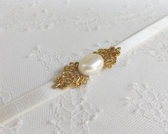 Bridal elastic waist belt. Ivory waist belt. Gold filigree buckle with Ivory oval pearl.