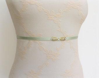 Mint green belt. Elastic waist belt. Thin belt. Crystals swarovski belt. Sparkly belt. Skinny belt. Dress belt. Bridal belt. Wedding belt.