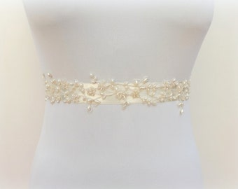 Ivory floral sash. Bridal pearls sash belt. Wedding dress sash. Embroidered sash. Pearl beads sash.