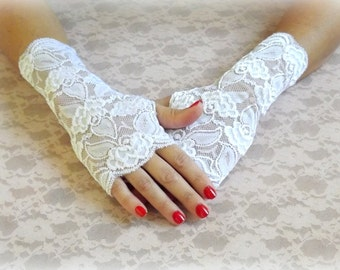 Ivory elastic lace gloves. Lace fingerless mittens. Floral wedding gloves. Bridal gloves.