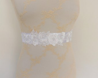 White floral bridal sash. Embroidered flowers and leaves decorated with pearls. Wedding dress sash.